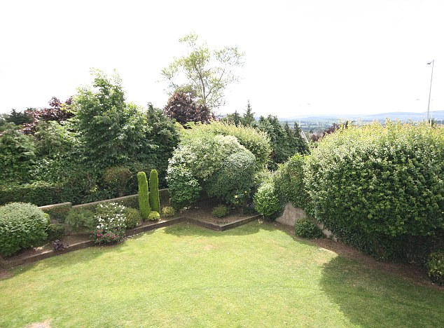 Grassclippings - Home Sellers Take Garden Too